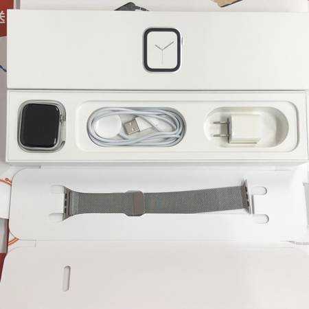 Apple Watch Series 4 44mm MTX12J/A GPS+CEL-正面