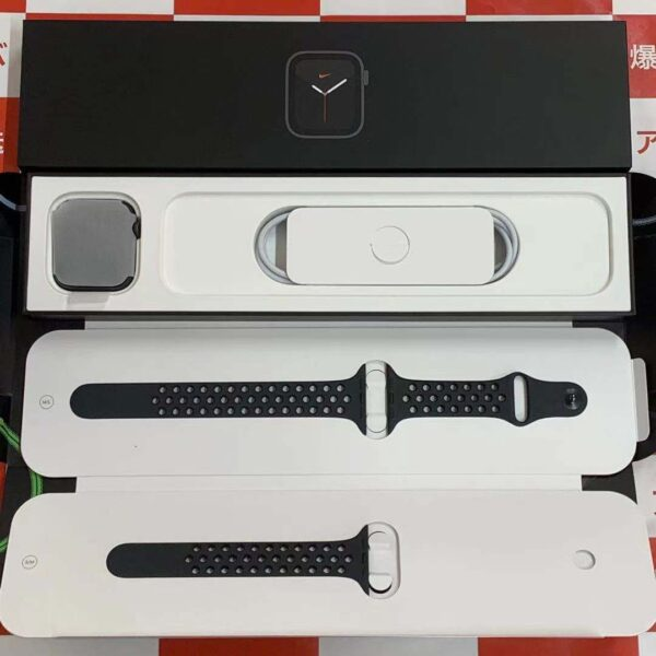 Apple Watch SE GPS + Cellularモデル Nike 44mm MG0A3J/A A2356-正面