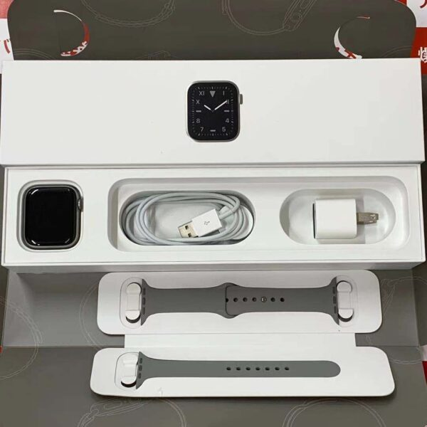 Apple Watch Series 5 GPS + Cellularモデル 44MM NX5G2J/A A2157 美品-正面