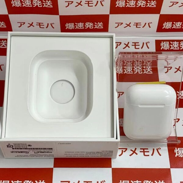 Apple AirPods 第2世代 with Charging Case MV7N2J/A -正面